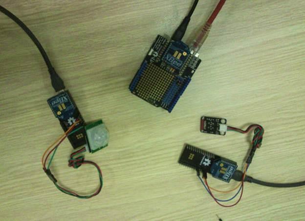Zigbee thu thập dữ liệu từ các cảm biến và truyền về máy